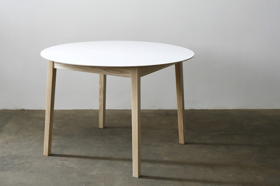 http://www.jamesmudge.com/files/gimgs/1_round-white-top-table-undressed-copy.jpg
